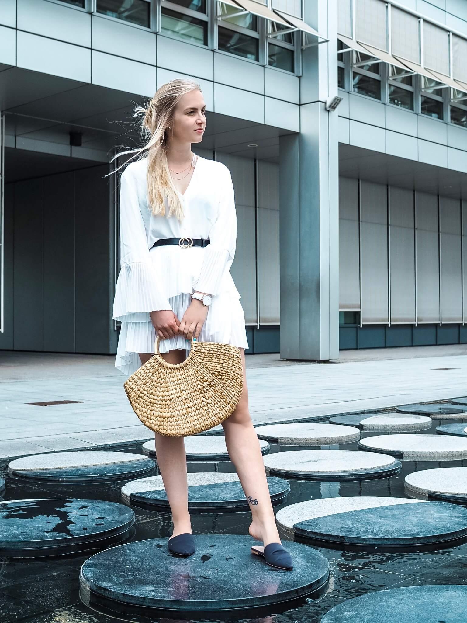 Fashionblog Modeblog Korbtasche Korbtaschen Basttaschen Tasche Kleid Krebs Sternzeichen Wasser München Sommerkleid ootd Urlaub Frühling