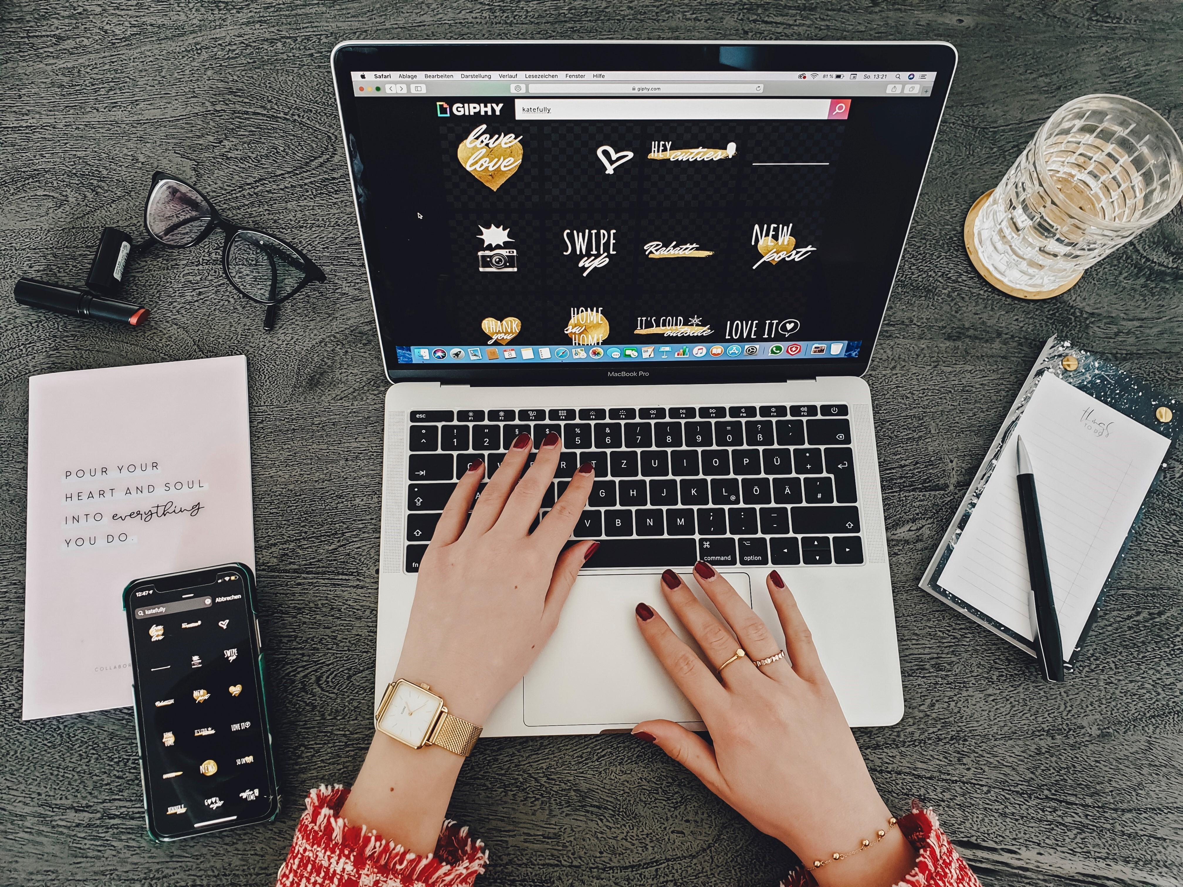 GIFs, GIF-Sticker, Giphy, Instagram, animierte Bilder, Social Media, Business Tipps, Influencer Marketing, Katefully, München, Deutschland