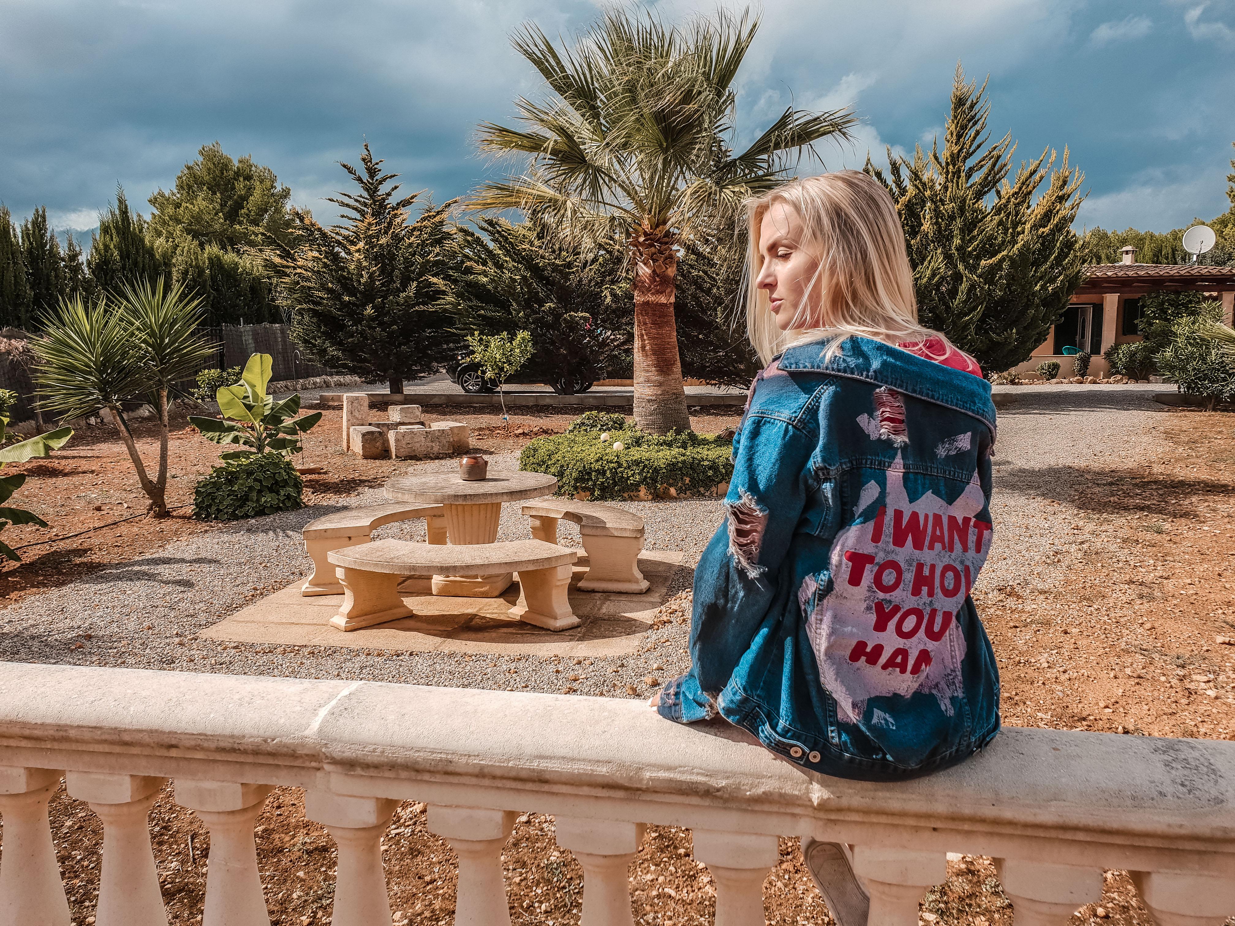 Jeans Jacken Trends 2018, Jeansjacke, Denim Jacket, München, Fashionblog, Modeblog, München, Denim Outfit, Kleid rot, Oversize, Print, Katefully, Blog