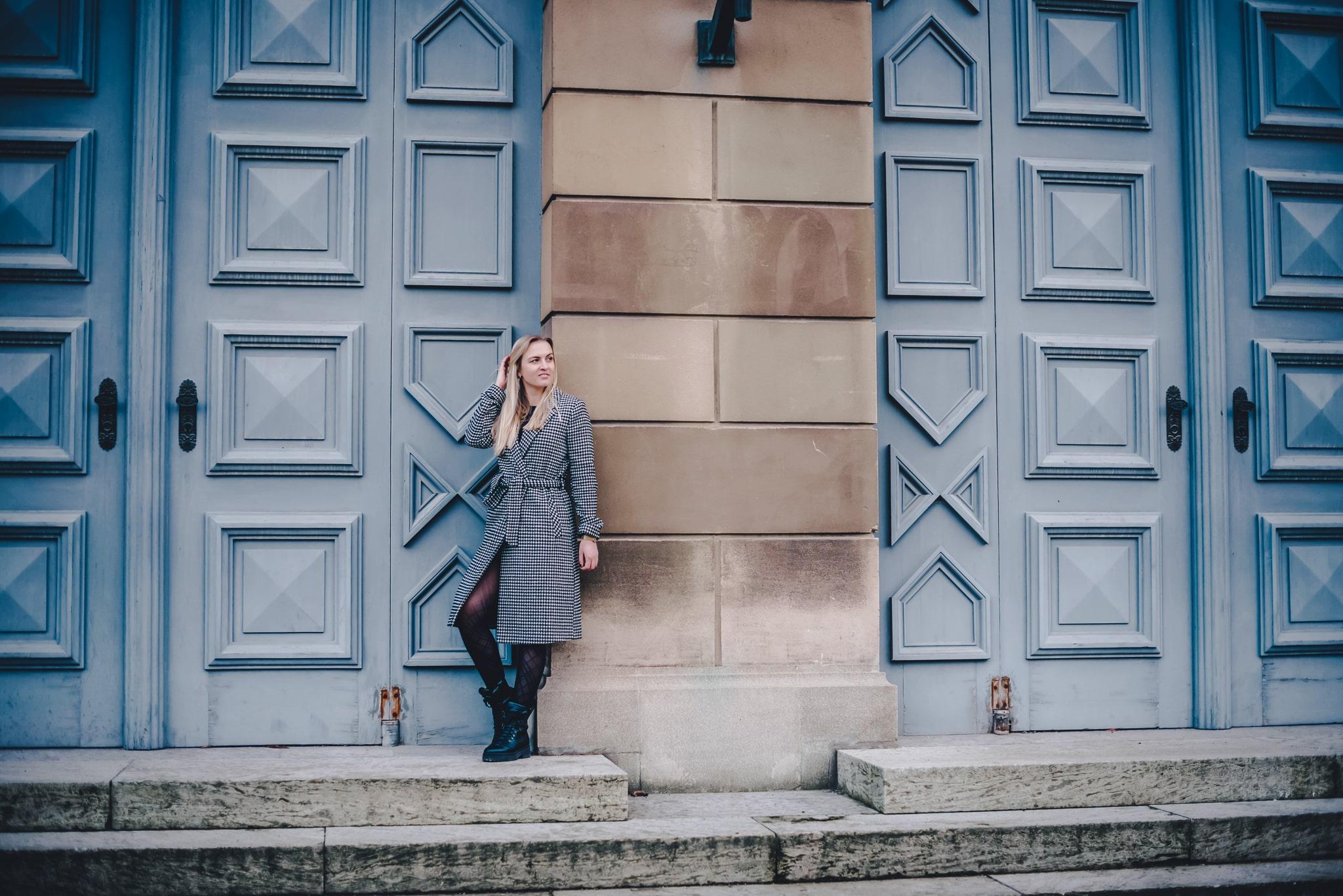 Kleiderschrank, Fashionblog, Modeblog, Kleidung, Trend 2020, Mantel, Karomuster, Jacke, München, Mode, Strumpfhose Muster