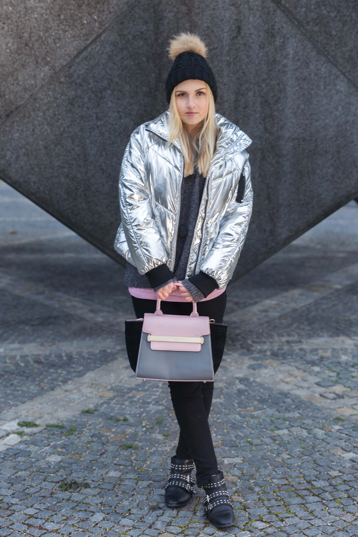 Mütze Katefully Fashionblog Outfit Modeblog Tasche silber Jacke München schwarz rosa grau Fashioninspo München Bommelmütze