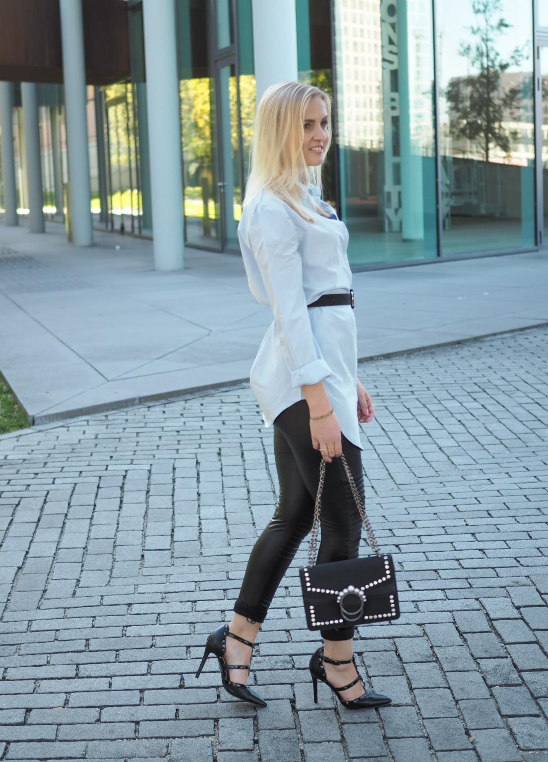 Office Look, Bürolook, Bürooutfit, Katefully, München, Fashionblog, Modeblog, Hemd, Bluse, Lederleggings, Munich, Mode, ootd, High Heels, Handtasche mit Perlen