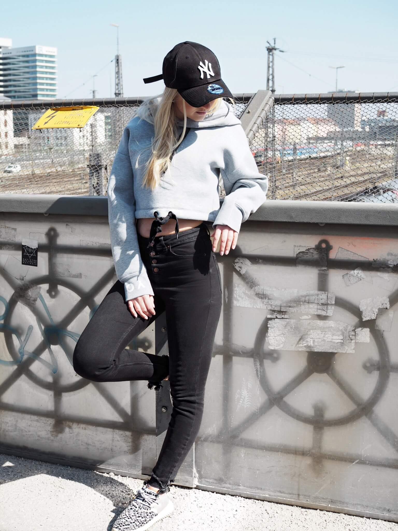 Streetwear Streetstyle Fashionblog Modeblog Katefully Hoodie Sneaker Cap ootd München Germany Style Fashion Bloggerin Streetfashion Katefully