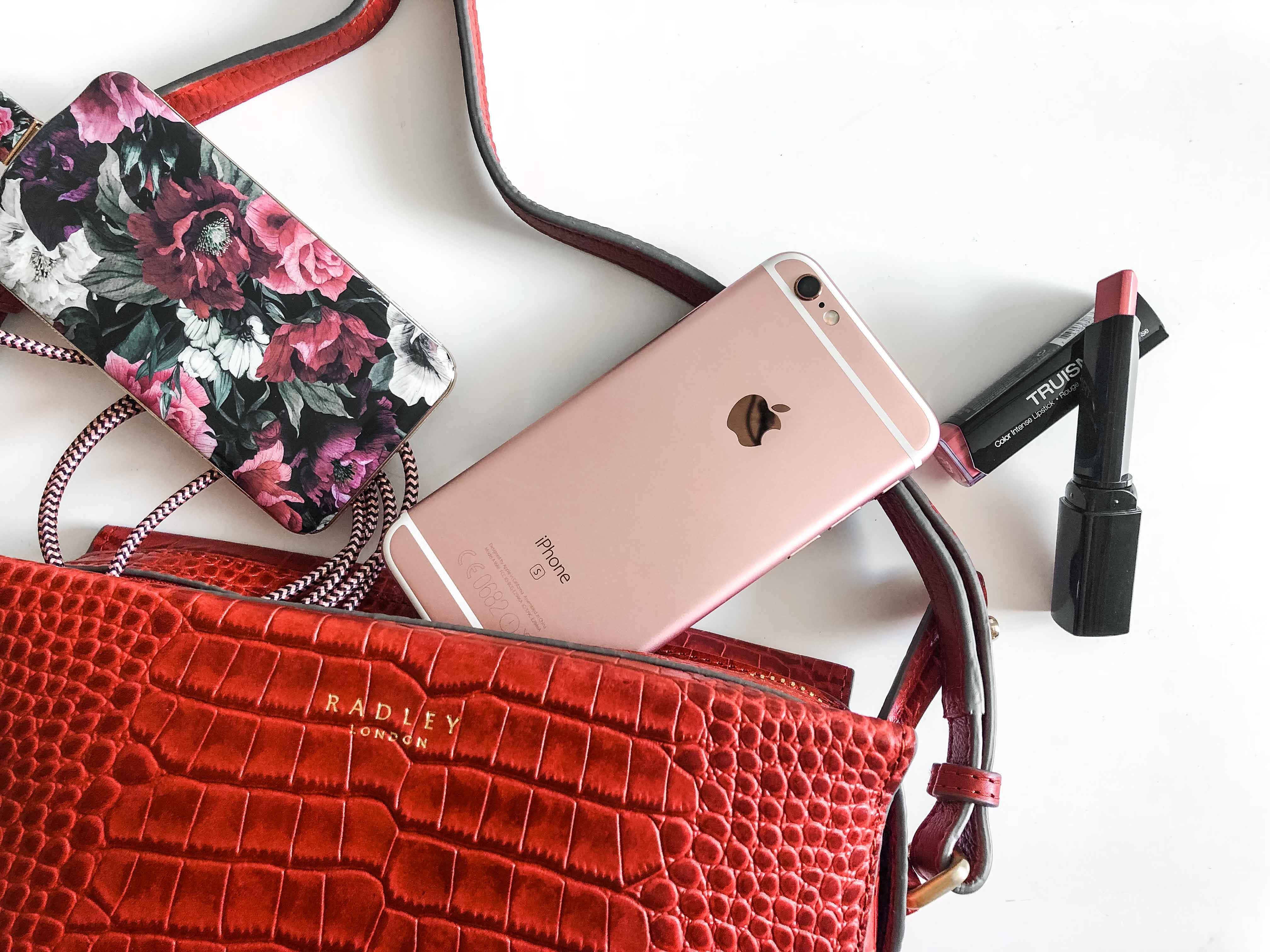 What's in my bag, Handtasche, Tasche, Radley, Fashionblog, München, Katefully, Umhängetasche, Crossbag, Jumpsuit, Overall, Streifen, Modeblog